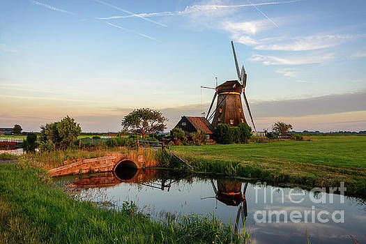 Windmill in the countryside in Holland by IPics Photography