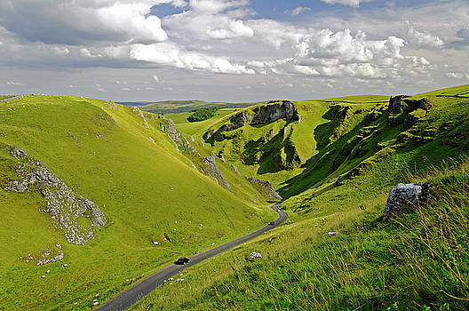 Winnats Pass near Castleton by Rod Johnson