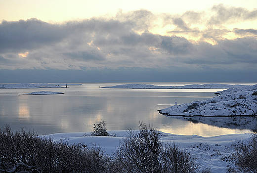 Winter in the archipelago by Magnus Haellquist