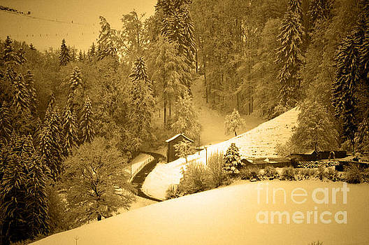 Winter Wonderland in Switzerland - Up the hills by Susanne Van Hulst