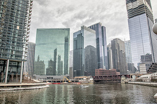 Wolf Point Where the Chicago River Splits by Peter Ciro