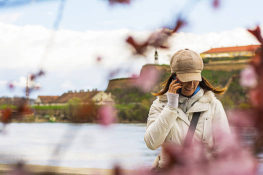 Newnow Photography By Vera Cepic - Woman with hat talking on the phone