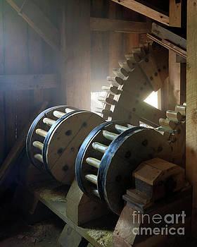 Wooden Gear Train by Martin Konopacki