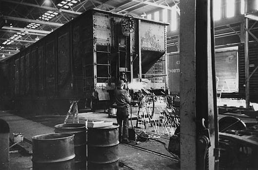 Chicago and North Western Historical Society - Working at Iowa Machine Shop