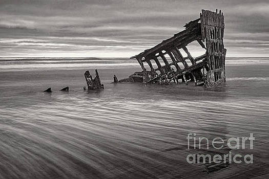 Wreck of Peter Iredale bw by Jerry Fornarotto