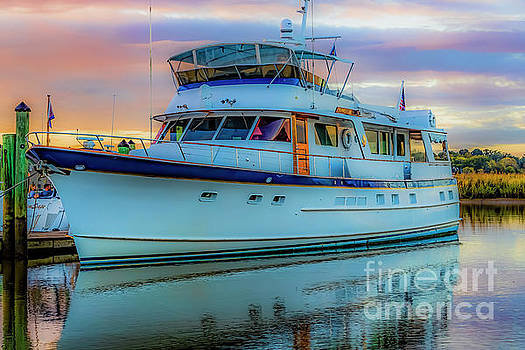 Doug Berry - Yacht Docked at Smithfield Station 5666T_G