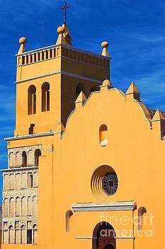 Tatiana Travelways - Yellow church in Antigua, Guatemala