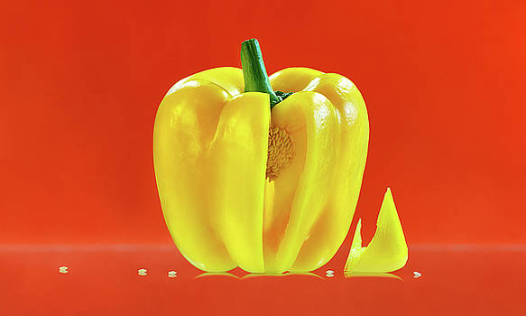 Yellow pepper by Slava Shamanoff