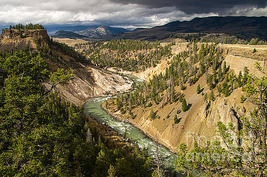 Yellowstone Canyon River by OiLin Jaeger