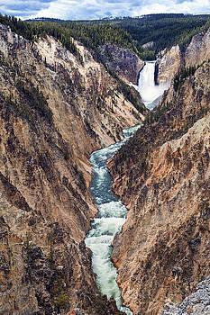 Yellowstone Falls by Robert Bynum