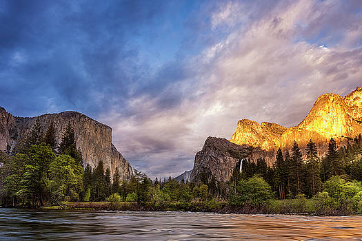 Yosemite Gates of the Valley by Andrew Soundarajan