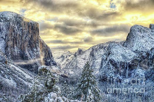 Yosemite National Park Amazing Tunnel View Winter Beauty by Wayne Moran