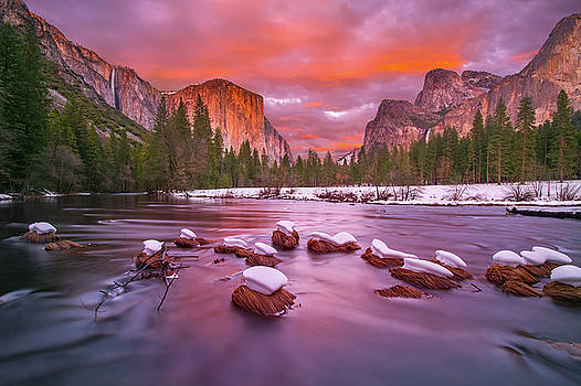 Yosemite National Park at dusk with snow caps by William Lee