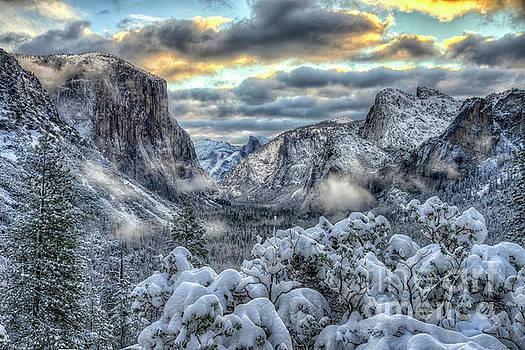 Yosemite National Park Tunnel View Winter Beauty by Wayne Moran