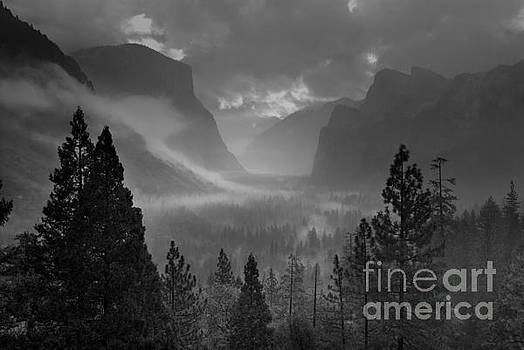 Yosemite valley from Tunnel view by Justin Foulkes