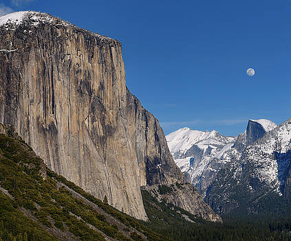 Reimar Gaertner - Yosemite Valley from Tunnel View with El Capitan and Half Dome w