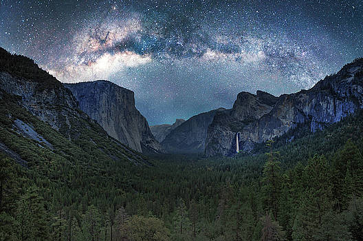 Yosemite Valley by Marius Sipa