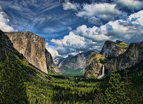 Yosemite Valley by Tom Kidd