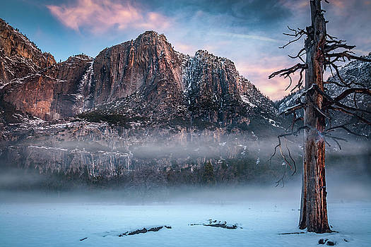 Yosemite valley with morning fog and snow by William Lee