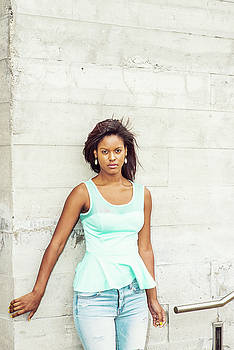 Alexander Image - Young African American Woman waiting for you in New York
