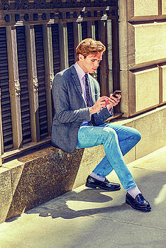 Alexander Image - Young  American Man Texting outside under sunshine 15041214