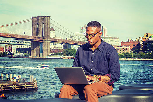 Alexander Image - Young Businessman traveling, working in New York 15082340