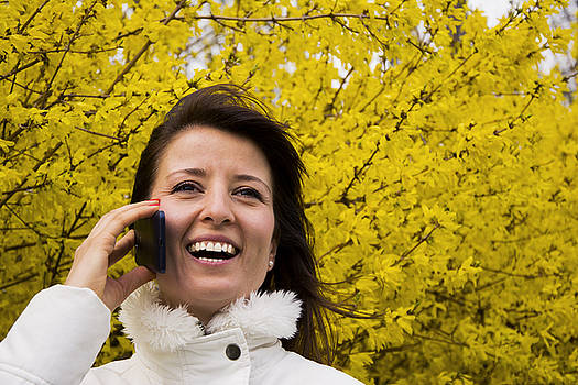 Newnow Photography By Vera Cepic - Young woman talking on the phone in outdoors