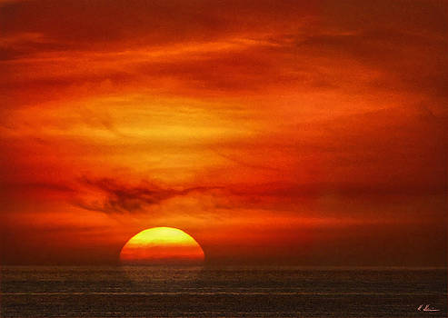 Zoomed while sinking Sun by Hanny Heim