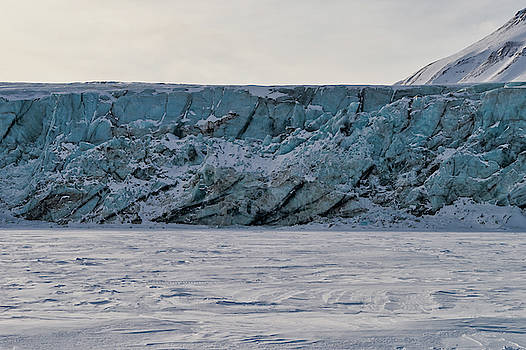 Glacier front on Svalbard by Kai Mueller