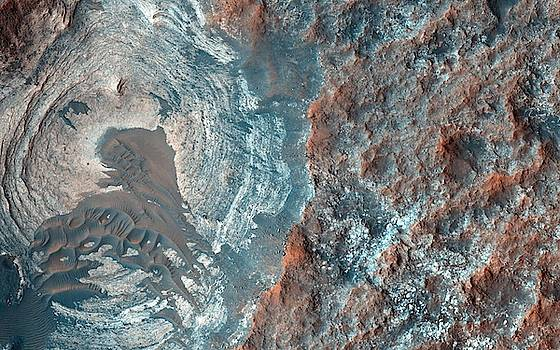 Layers and Dark Dunes on the Surface of Mars by Celestial Images