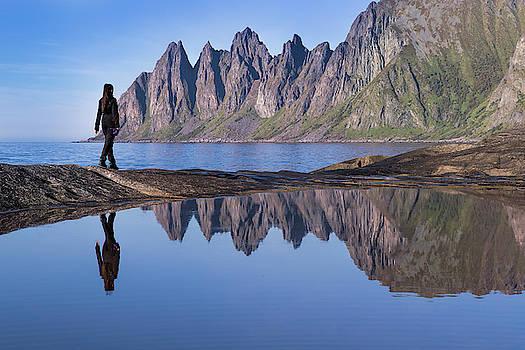 On the edge by Frank Olsen