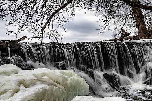 Whitnall Waterfall by Randy Scherkenbach