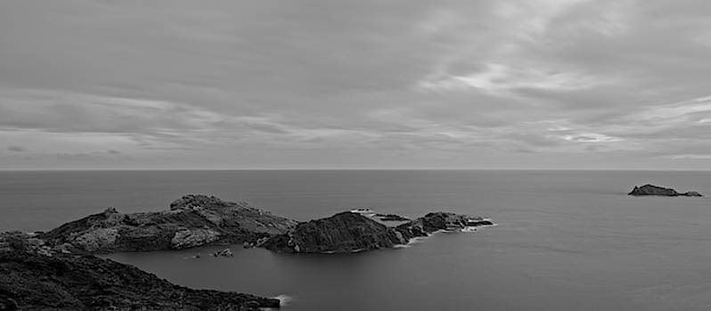 Dawn in black and white in the cap de creus by Vicen Photography