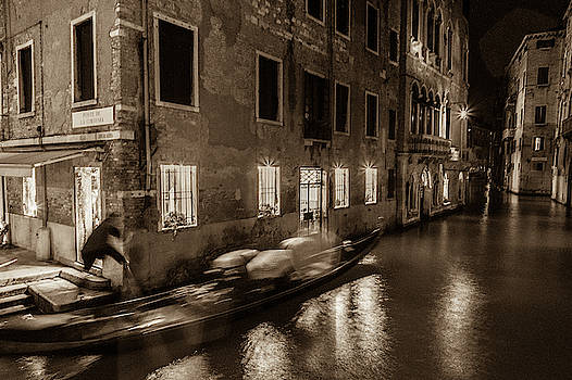 A visit of Venice when the tourists are not there by Kim Vermaat