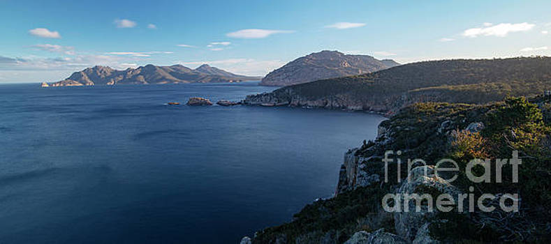 Carp Bay in Freycinet National Park by Rob D