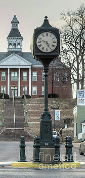 Larry Braun - Downtown Clock Looking West