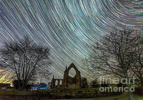 Star trails in Bolton Abbey by Mariusz Talarek