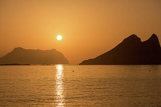 Sunrise on a beach in Aguilas, Murcia by Vicen Photography