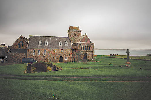 Iona Abbey by Ray Devlin