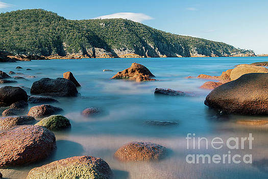 Sleepy Bay in Freycinet National Park by Rob D