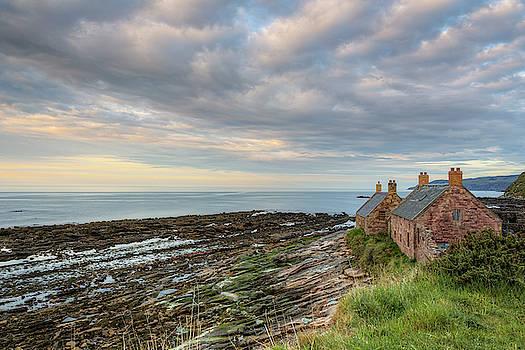 Cove - Scotland by Joana Kruse