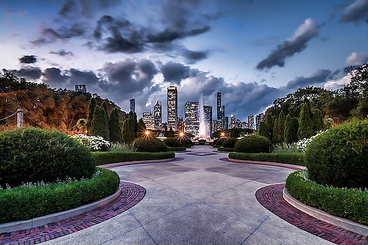 A garden view of Chicago's Buckingham Fountain by Sven Brogren