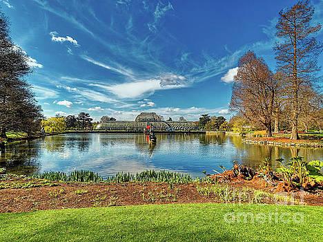 A sunny morning at Kew Gardens by Leigh Kemp