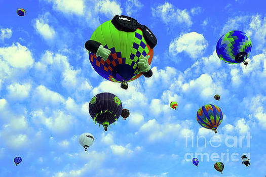 A sunny morning at the Balloon fiesta  by Jeff Swan