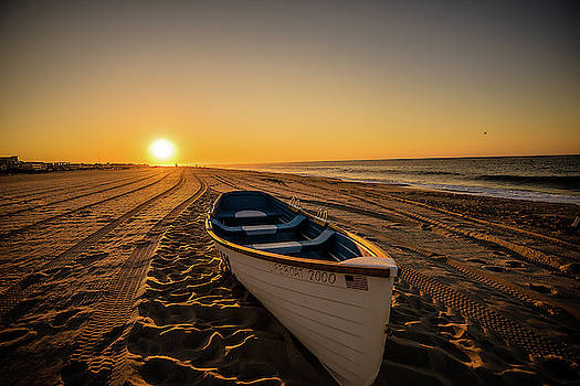 A walk on the beach  by Alan Rizzolo