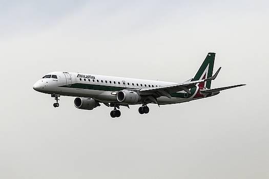 Alitalia Embraer 190 by David Pyatt