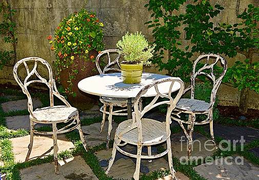 Antiques in the Garden by Linda Covino