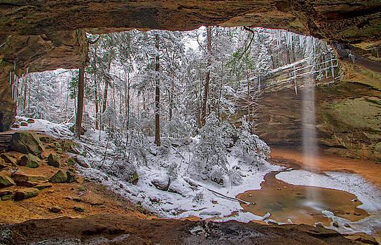 Ash Cave in Winter, Hocking Hills Ohio by Ina Kratzsch