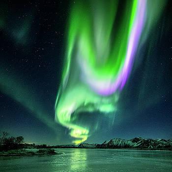 Aurora on ice by Frank Olsen