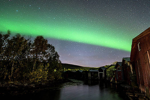 Aurora over boathouses by Mia Stalnacke